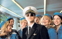 Frank Abagnale (Leonardo DiCaprio) schwindelt sich durchs Leben.