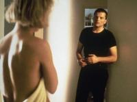 Roos (Renee Soutendijk) beginnt eine Affäre mit ihrem Nachbarn Eric (Victor Löw).