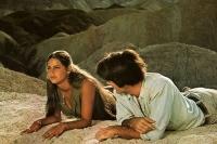 Mark (Mark Frechette) und Daria (Daria Halprin) finden bei einem Trip in die Wüste zueinander.