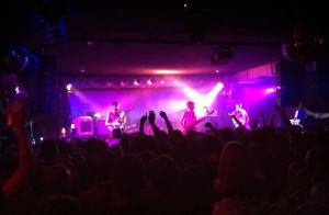 Keine T-Shirts, kein Gekasper, trotzdem Spektakel: Biffy Clyro live in Berlin.
