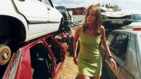 Lena (Marta Larralde) will die kriminellen Bosse ihres Vaters besänftigen.