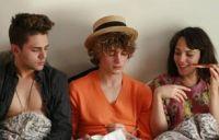 Francis (Xavier Dolan, links) und Marie (Monika Chokri) schwärmen für Nicolas (Niels Schneider).