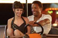 Lulu (Jennifer Decker) brennt mit Jimi (Ray Fearon) durch.