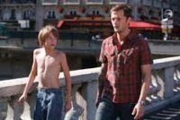 Louis (Steve Le Roi, links) und sein Bruder Julien (Nicolas Duvauchelle) haben ein Gemälde gestohlen.