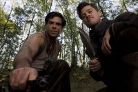 Nazis tten: Das ist der Auftrag von Donny Donowitz (Eli Roth, links) und Aldo Raine (Brad Pitt).
