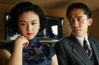 Herr Yee (Tony Leung) soll von einer Studentin (Wang Wei) in die Falle gelockt werden.