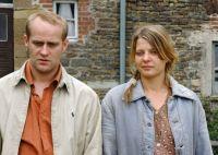Nach einem Unfall landet Max (Jürgen Vogel) auf dem Bauernhof von Emma (Jördis Triebel).