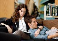 Jamie (Jake Gyllenhaal) will Maggie (Anne Hathaway) unbedingt für sich gewinnen.