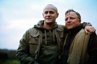 Klaus Starck (Axel Prahl, rechts) und Mike Roth (JüŸrgen Vogel) rauben gemeinsam Banken aus.