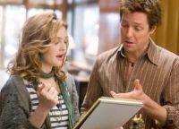 Sophie (Drew Barrymore) und Alex (Hugh Grant) haben drei Tage Zeit, um einen Hit zu schreiben.