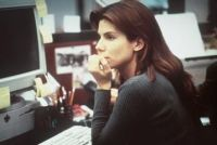 Angela Bennett (Sandra Bullock) wird von Cyber-Terroristen gejagt.