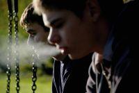 Drogen und Ödnis bestimmen das Leben von David (Che Corr, rechts), Larry (Kurt Taylor) und ihren Freunden.