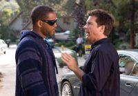Ray (Jason Bateman, rechts) will Hancock (Will Smith) zu einem besseren Image verhelfen.