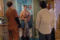 Andy (Steve Carrell, Mitte) gesteht seinen Kollegen: Er hatte noch nie Sex.