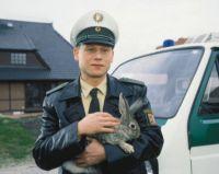 Horst Köpper (Bernd Michael Lade) landet mitten in der Provinz.