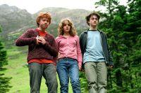 Ein geflohener Sträfling bedroht Harry Potter (Daniel Radcliffe, rechts).