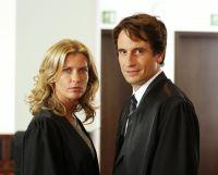 Maja (Valerie Niehaus) will den Fall gegen Hanno (Oliver Mommsen) unbedingt gewinnen.