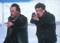 Die Polizisten Niémans (Jean Reno, links) und Kerkerian (Vincent Cassel) sind hinter einem Serienkiller her.