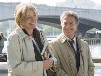 Bei einem Besuch in London trifft Harvey (Dustin Hoffman) auf Kate (Emma Thompson).