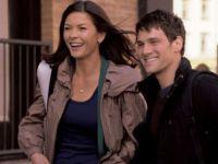 Aram (Justin Bartha) arbeitet als Babysitter für Sandy (Catherine Zeta-Jones).