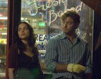 Elizabeth (Norah Jones) wird zur Stammkundin bei Jeremy (Jude Law).
