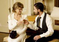 Jacob (Shia LaBeouf) begrüßt Isabelle (Julie Christie) im Hotel seines Vaters.