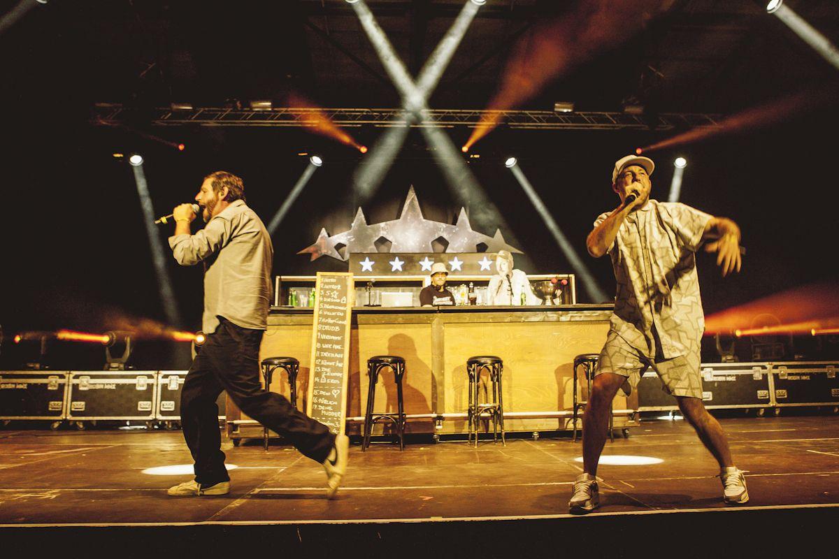 Große Bühne, alte Hits: Das war das Konzept von Fünf Sterne Deluxe. Foto: Berlin Festival/Robert Winter