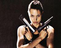 Lara Croft (Angelina Jolie) will die Macht über die Zeit erlangen.
