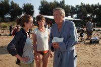 Nike (Alice Dwyer, links) dreht einen Film mit ihrem Vater (Vadim Glowna).