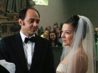 Pink (Hannah Herzsprung) heiratet Carlo (Guntram Brattia) - es bleibt nicht ihre letzte Ehe.