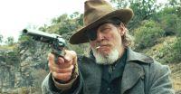Rooster Cogburn (Jeff Bridges) hat den Auftrag eines kleinen Mädchens angenommen.