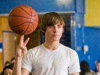 Mike (Zac Efron) winkt eine Karriere als Basketballer.