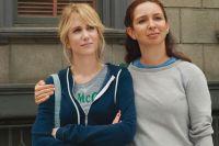 Annie (Kristen Wiig, links) ist Trauzeugin ihrer besten Freundin Lilian (Maya Rudolph).