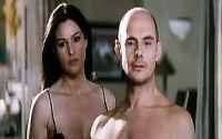 François (Bernard Campan) kauft sich ein Leben mit Daniela (Monica Bellucci).
