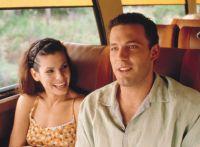 Sarah (Sandra Bullock) trifft Ben (Ben Affleck) auf dem Weg zu seiner Hochzeit.