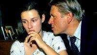 Katja (Annett Renneberg) wird von ihrem Vater (Michael Kind) missbraucht.