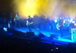 Nur eine einzige Single von Oasis spielt er an diesem Abend.
