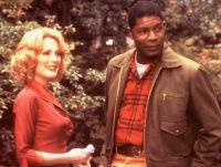 Cathy (Julianne Moore) sucht Trost bei ihrem Gärtner (Dennis Haysbert).