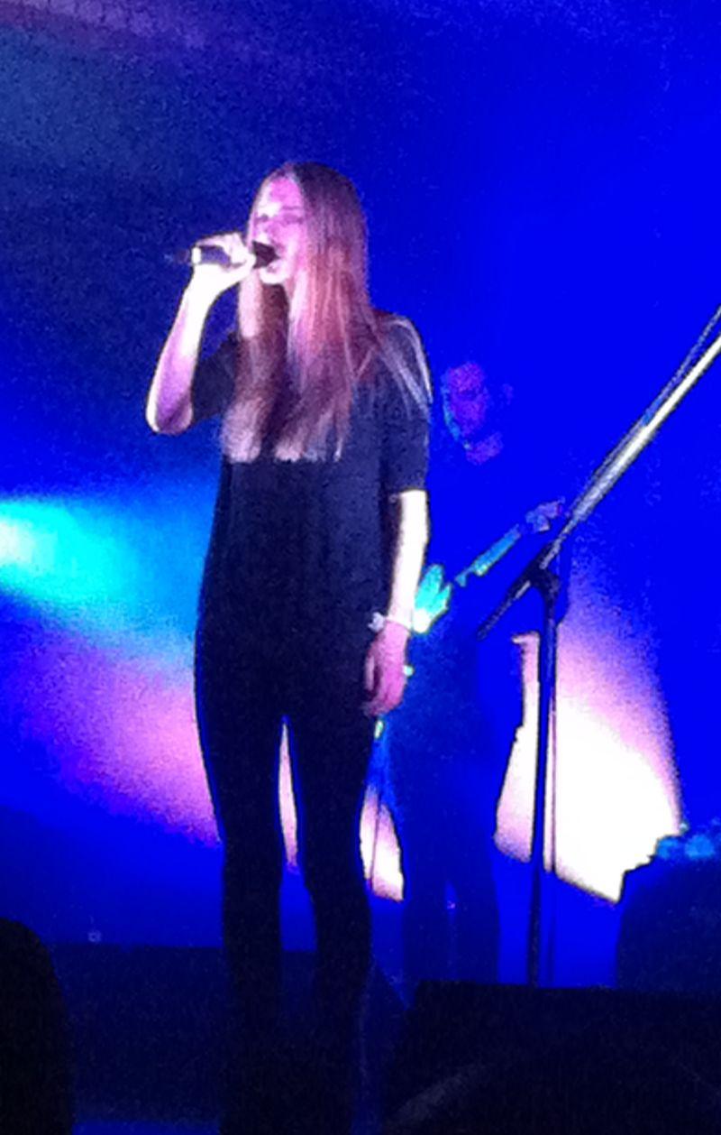 Holly Martin ist nur ein Drittel der Zeit auf der Bühne.