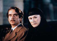 """Szene aus dem Film """"Das Geisterhaus"""" mit Jeremy Irons und Glenn Close"""