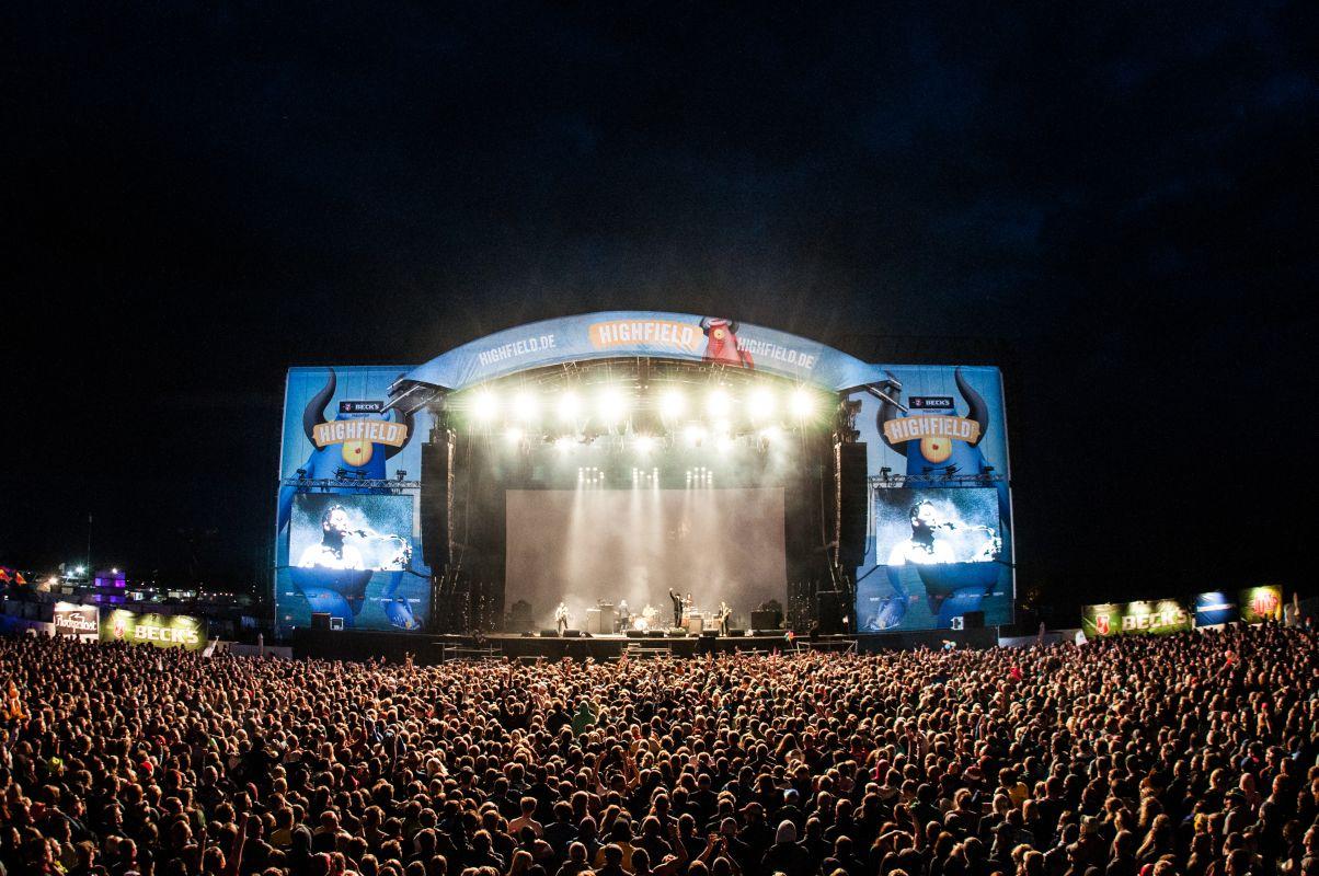 Fans jubeln beim Highfield Festival