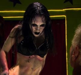 Szene aus dem Film Zombie Strippers Kritik Rezension