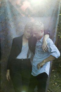 Im Interview und im Konzert sind Matze und Charlie ein Herz und eine Seele. Foto: Sinnbus/Olga Kessler