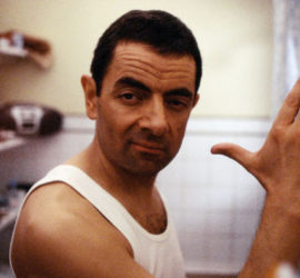 Szene aus dem Film Johnny English mit Rowan Atkinson