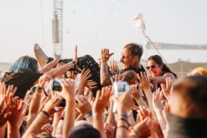 Highfield Festival Donots Crowdsurfing
