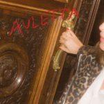 Auletta Review Kritik