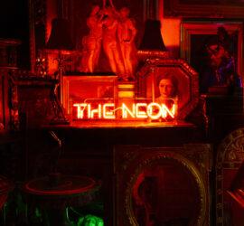 Erasure The Neon Review Kritik